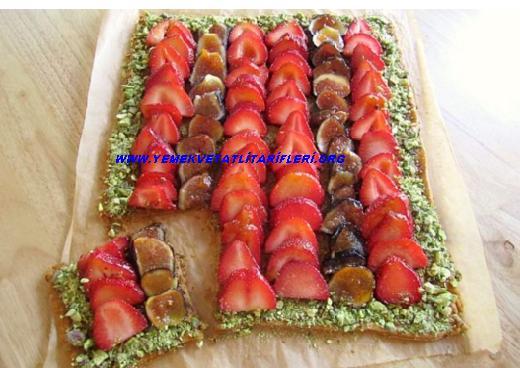Çilekli Fıstıklı Rulo Pasta Tarifi