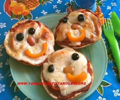 Sevimli Suratlı Pizzalar Tarifi