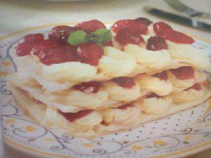 Kirazlı Milföy Pasta Tarifi