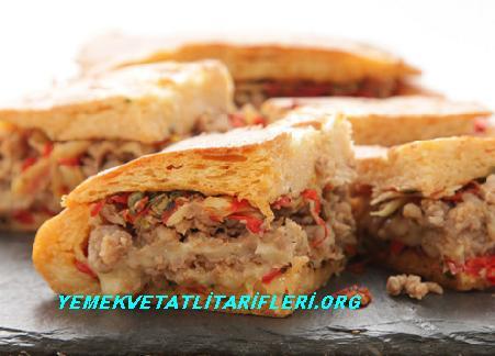 Sucuklu Peynirli Yufka Böreği Tarifi