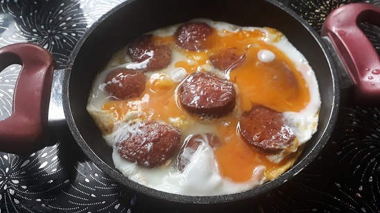 sucuklu-yumurta-tarifi